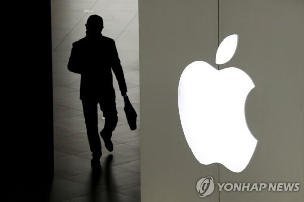 애플이 생각보다 낮은 전망치를 제시하자 일제히 세계 증시는 쇼크를 직면했다.  [사진=연합뉴스]