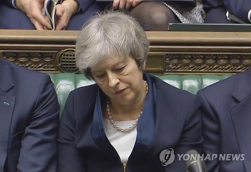 테레사 메이 영국 총리가 하원에서 치러진 브렉시트 합의안 투표가 부결되면서 침통함을 감추지 못했다. [사진= 연합뉴스]